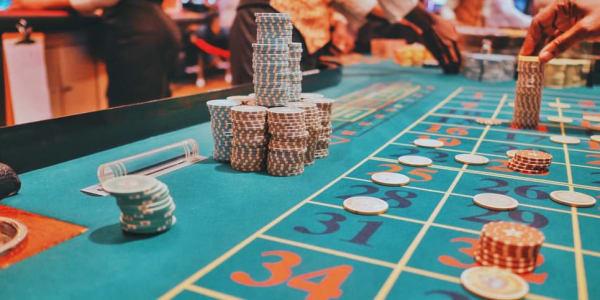 3 Variasi Poker Teratas untuk Bermain Dalam Talian